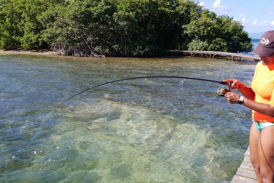 Apprentissage de la pêche malgré une météo difficile