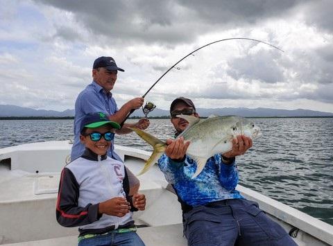 Les jeunes à la pêche