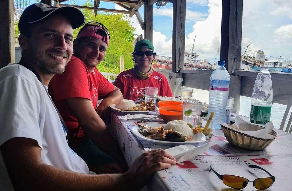 Partager un repas antillais entre amis