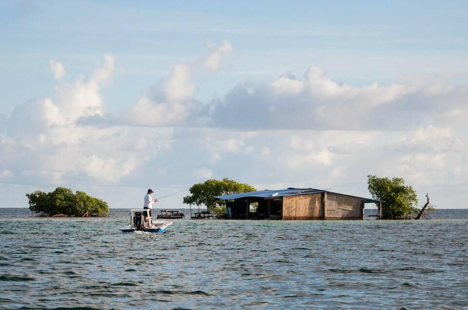 De nombreux îlets comme celui-ci peuplent le lagon.